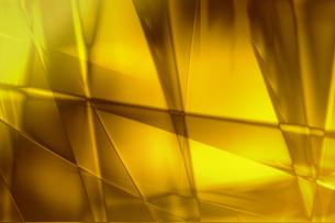 ゴールドメタリックなクールなガラス質感のアブストラクトの写真素材 [FYI03453459]