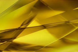 ゴールドメタリックなクールなガラス質感のアブストラクトの写真素材 [FYI03453462]