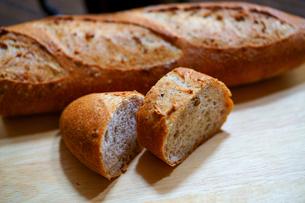 フランスパンの写真素材 [FYI03453740]