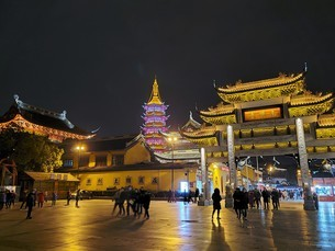 中国 無錫 WUXI 寺院 夜景の写真素材 [FYI03453968]