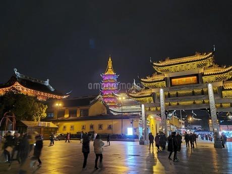 中国 無錫 WUXI 寺院 夜景の写真素材 [FYI03453969]