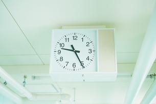 学校の時計の写真素材 [FYI03454017]
