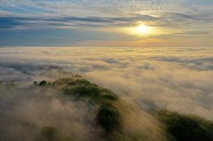 雲海の空撮の写真素材 [FYI03454021]