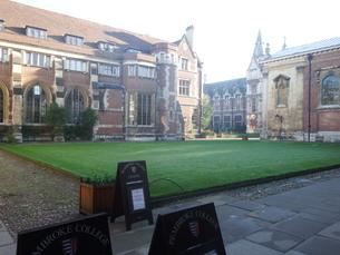 ケンブリッジの大学キャンパスの写真素材 [FYI03454741]