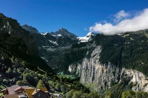 スイス、ヴェンゲンからのアルプスの写真素材 [FYI03454865]
