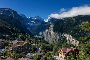 スイス、ヴェンゲンからのアルプスの写真素材 [FYI03454866]