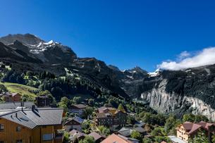 スイス、オーバーラント、ヴェンゲンからのアルプス風景の写真素材 [FYI03454867]