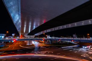 夜の上天神町交差点の様子の写真素材 [FYI03454913]