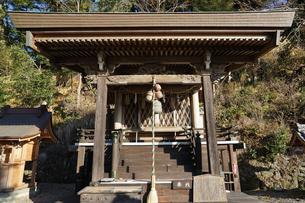 神社の拝殿の写真素材 [FYI03454943]