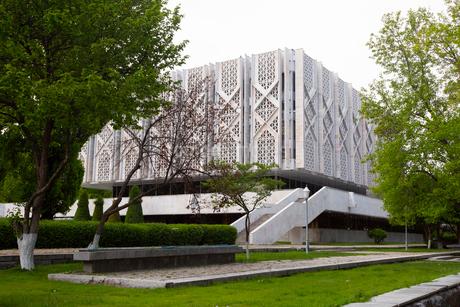 ウズベキスタン国立歴史博物館の外観の写真素材 [FYI03455373]
