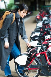 自転車のシェアリングサービスの写真素材 [FYI03455883]