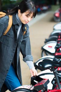 自転車のシェアリングサービスの写真素材 [FYI03455884]