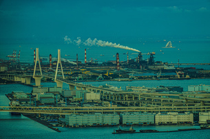 横浜ランドマークタワー展望台から見える横浜の街並みと夕景の写真素材 [FYI03456576]