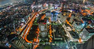 横浜ランドマークタワーから見える夜景の写真素材 [FYI03456579]