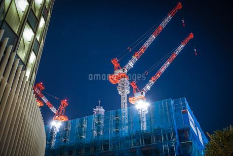 オフィスビルの建築現場(横浜みなとみらい)の写真素材 [FYI03456611]