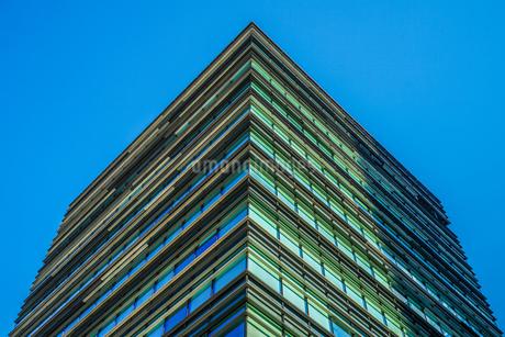 晴天の青空と秋葉原のビル群の写真素材 [FYI03456619]