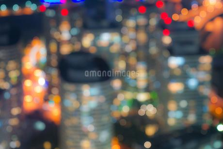 横浜ランドマークタワーから見える横浜の夜景(ボケ強)の写真素材 [FYI03456629]
