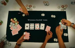 カジノのポーカーイメージ(テキサスホールデム)の写真素材 [FYI03456642]