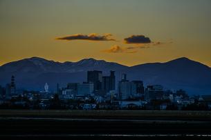 仙台市都心の街並みと夕景の写真素材 [FYI03456711]
