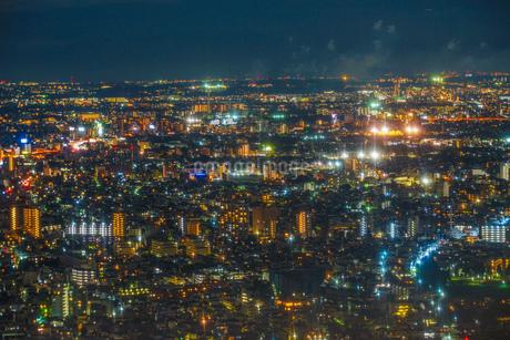 東京都庁舎の展望台から見える東京の夜景の写真素材 [FYI03456735]