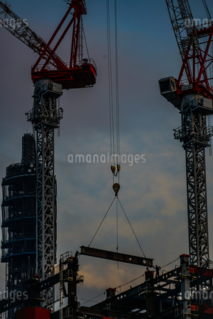 高層ビルの建築現場の写真素材 [FYI03456736]