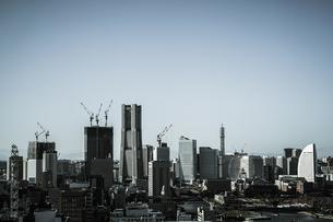マリンタワーから見える横浜の街並み(モノクローム)の写真素材 [FYI03456738]