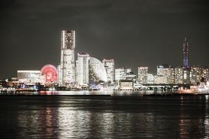 横浜みなとみらいの夜景(全館ライトアップ時)の写真素材 [FYI03456798]