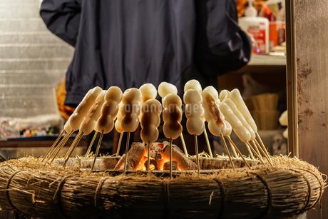 六義園の焼き団子と囲炉裏の写真素材 [FYI03456803]