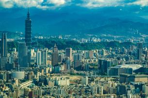 飛行機から見える台北の街並みの写真素材 [FYI03456821]