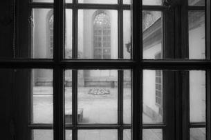 ストックホルムの住宅の窓からの景色の写真素材 [FYI03456826]