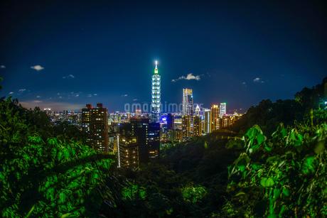 台北の象山から見える台北の夜景の写真素材 [FYI03456985]