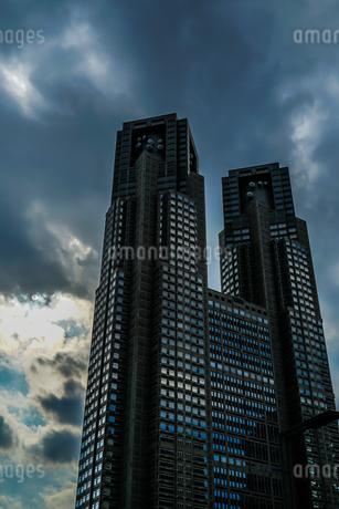 暗黒の東京都庁の写真素材 [FYI03457011]