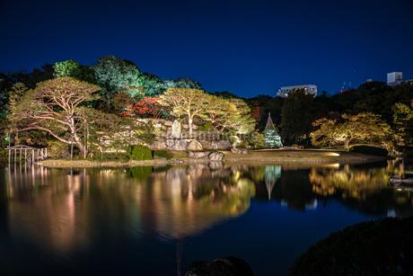 六義園の大名庭園(紅葉)の写真素材 [FYI03457055]