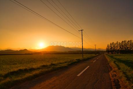 十勝の夕焼けの写真素材 [FYI03457078]