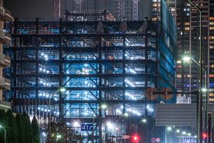 横浜・みなとみらいの高層ビル建設現場の写真素材 [FYI03457125]