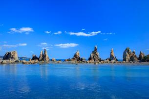 橋杭岩と青空の写真素材 [FYI03457344]