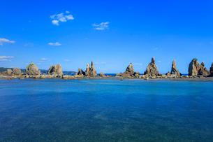 橋杭岩と青空の写真素材 [FYI03457345]