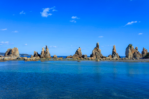 橋杭岩と青空の写真素材 [FYI03457346]