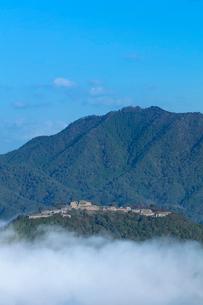立雲狭から望む竹田城の雲海の写真素材 [FYI03457365]