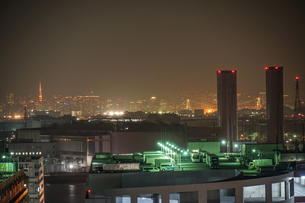 川崎マリエン(神奈川県川崎市)から見える京浜工業地帯の写真素材 [FYI03457834]