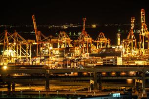 横浜港の夜景の写真素材 [FYI03457898]