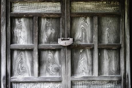 古い扉の写真素材 [FYI03458293]