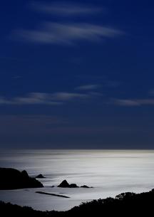 月光光る太平洋の海の写真素材 [FYI03458319]