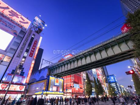 夕暮れの秋葉原電気街の写真素材 [FYI03458579]