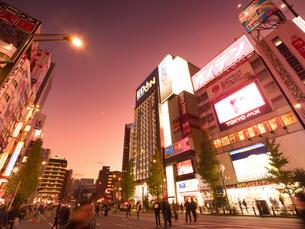 夕暮れの秋葉原電気街の写真素材 [FYI03458581]