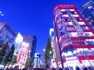 夕暮れの秋葉原電気街の写真素材 [FYI03458584]