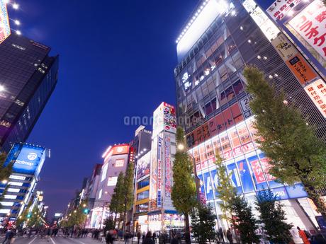 夕暮れの秋葉原電気街の写真素材 [FYI03458590]