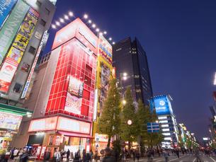 夕暮れの秋葉原電気街の写真素材 [FYI03458591]