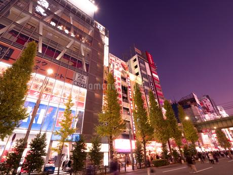 夕暮れの秋葉原電気街の写真素材 [FYI03458592]