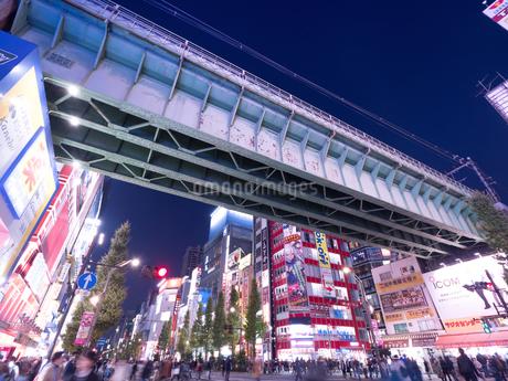 夕暮れの秋葉原電気街の写真素材 [FYI03458596]